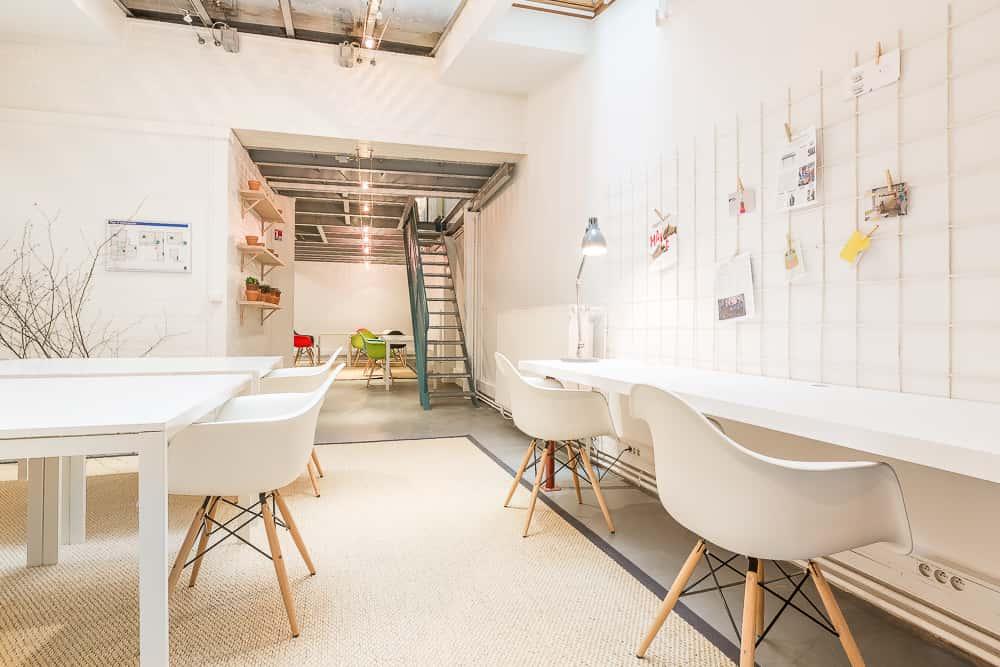 coworking cr atif bureaux studios rue de la jonqui re. Black Bedroom Furniture Sets. Home Design Ideas