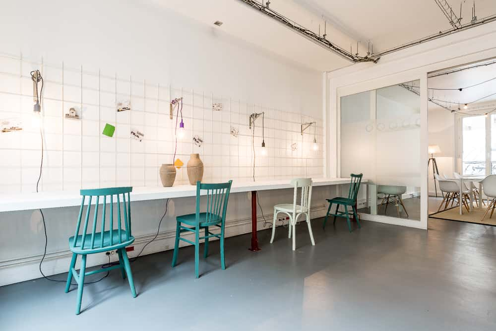 coworking cr atif bureaux studios rue de la jonqui re paris 17. Black Bedroom Furniture Sets. Home Design Ideas