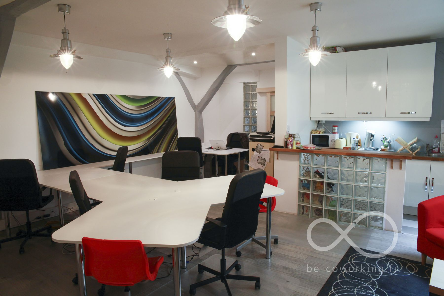 Coworking terrasse et bureaux à partager rue des epinettes